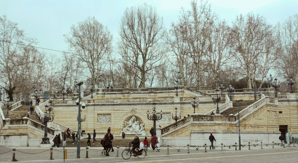 scalinata parco montagnola