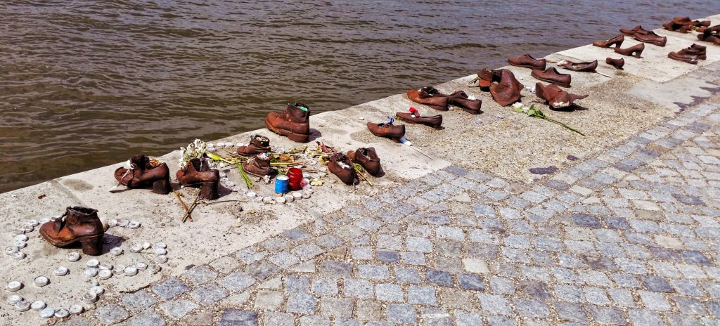 camminata delle scarpe budapest