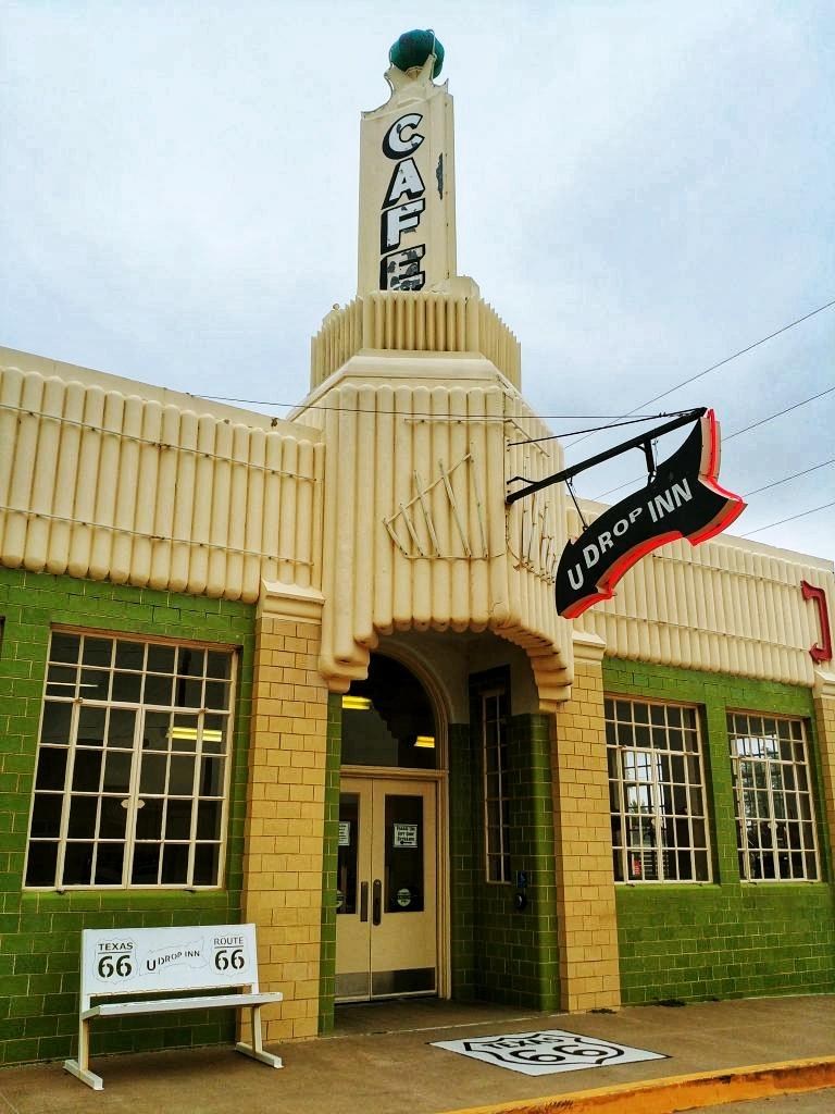 U Drop Inn Shamrock, route 66 texas