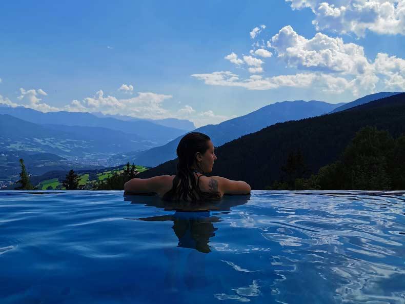piscina-holzerhof-maranza-estate