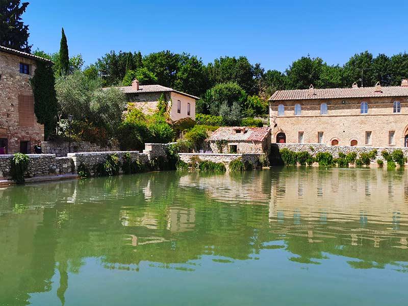 bagno-vignoni-valdorcia-estate
