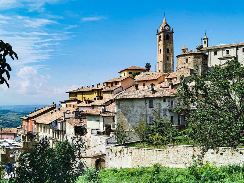 monforte-dalba-itinerario-langhe-monferrato-alzati-e-viaggia